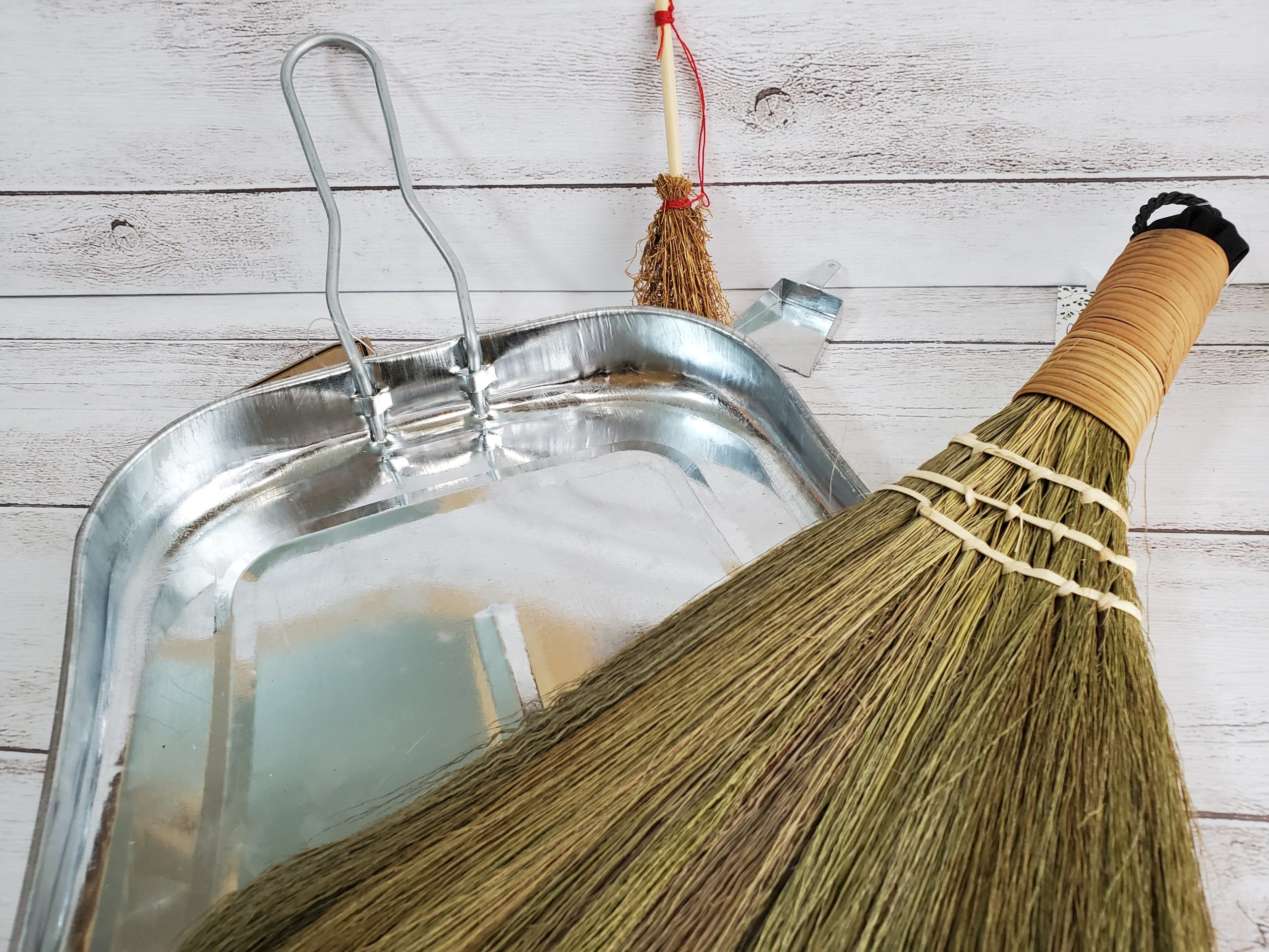 the-broom-and-the-dustpan2